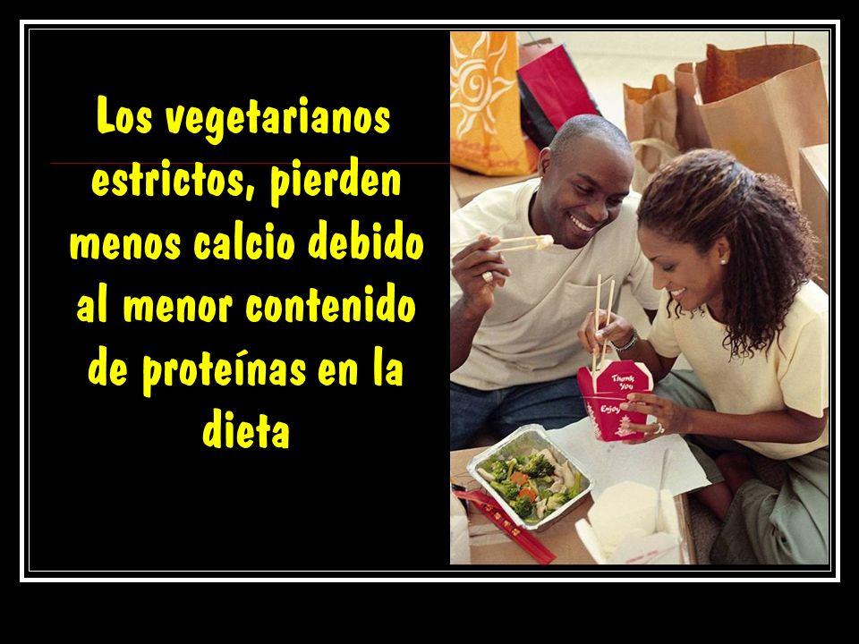 Los vegetarianos estrictos, pierden menos calcio debido al menor contenido de proteínas en la dieta