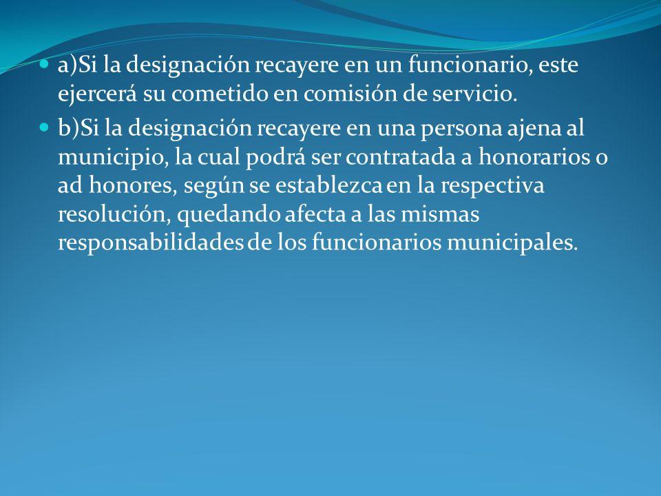 a)Si la designación recayere en un funcionario, este ejercerá su cometido en comisión de servicio.