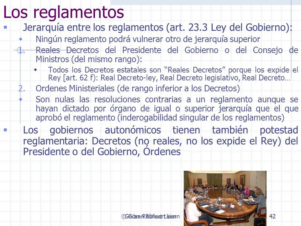 Los reglamentosJerarquía entre los reglamentos (art. 23.3 Ley del Gobierno): Ningún reglamento podrá vulnerar otro de jerarquía superior.