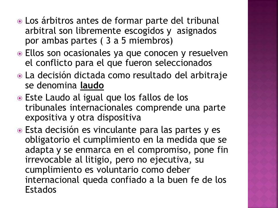 Los árbitros antes de formar parte del tribunal arbitral son libremente escogidos y asignados por ambas partes ( 3 a 5 miembros)