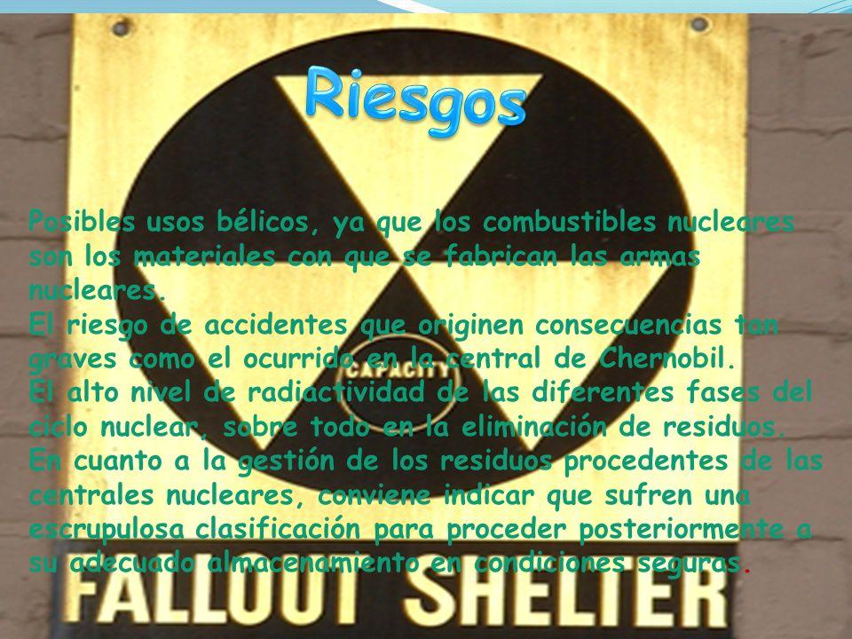 Riesgos Posibles usos bélicos, ya que los combustibles nucleares son los materiales con que se fabrican las armas nucleares.