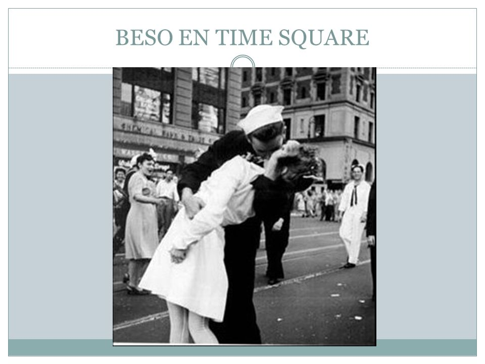 BESO EN TIME SQUARE