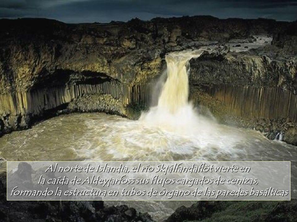 Al norte de Islandia, el río Skjálfandaflöt vierte en