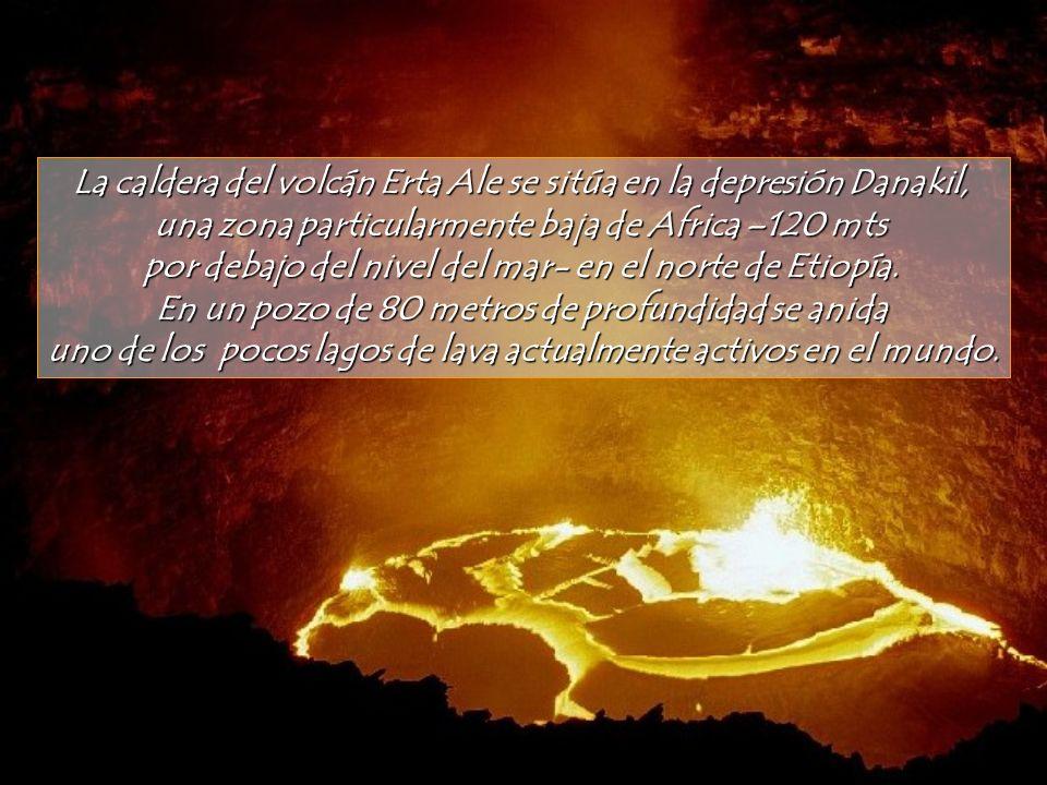 La caldera del volcán Erta Ale se sitúa en la depresión Danakil,