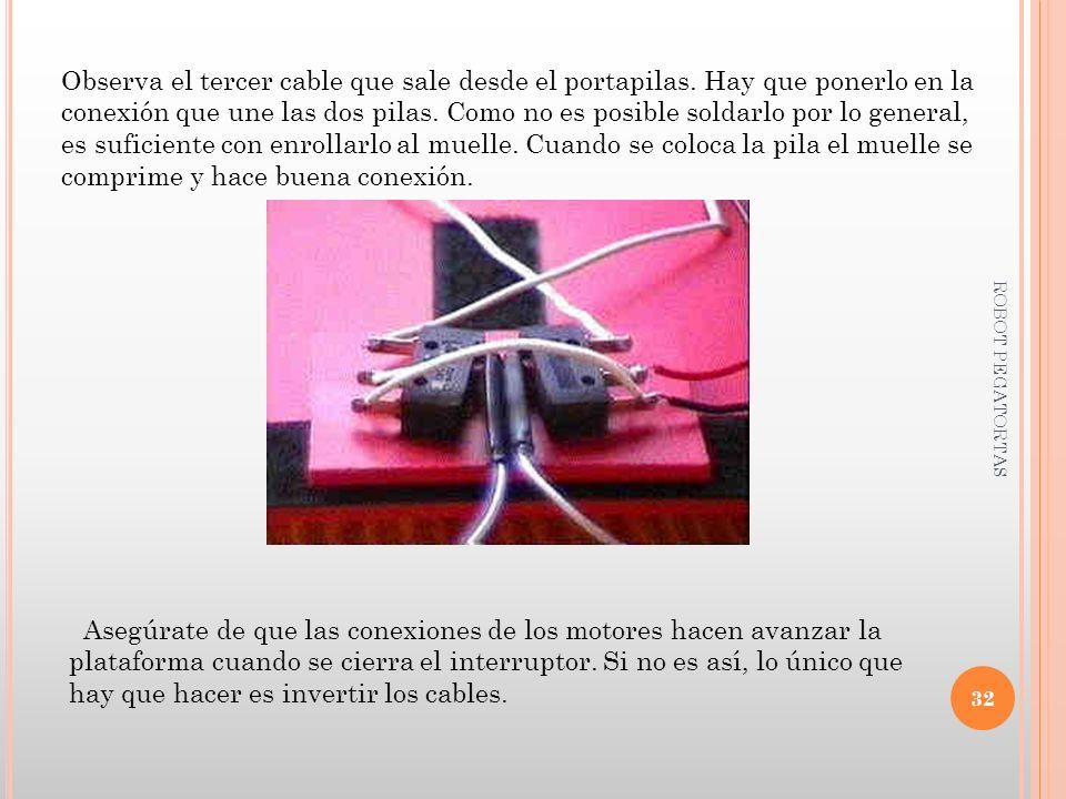Observa el tercer cable que sale desde el portapilas