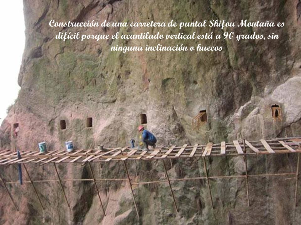 Construcción de una carretera de puntal Shifou Montaña es difícil porque el acantilado vertical está a 90 grados, sin ninguna inclinación o huecos