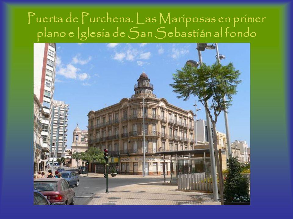 Puerta de Purchena. Las Mariposas en primer plano e Iglesia de San Sebastián al fondo