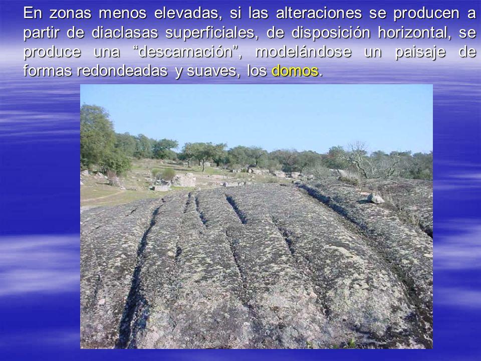 En zonas menos elevadas, si las alteraciones se producen a partir de diaclasas superficiales, de disposición horizontal, se produce una descamación , modelándose un paisaje de formas redondeadas y suaves, los domos.