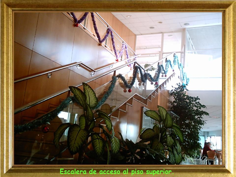 Escalera de acceso al piso superior.
