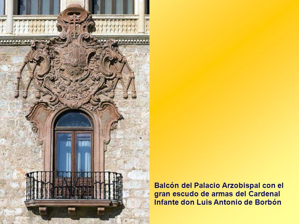 Balcón del Palacio Arzobispal con el gran escudo de armas del Cardenal Infante don Luis Antonio de Borbón