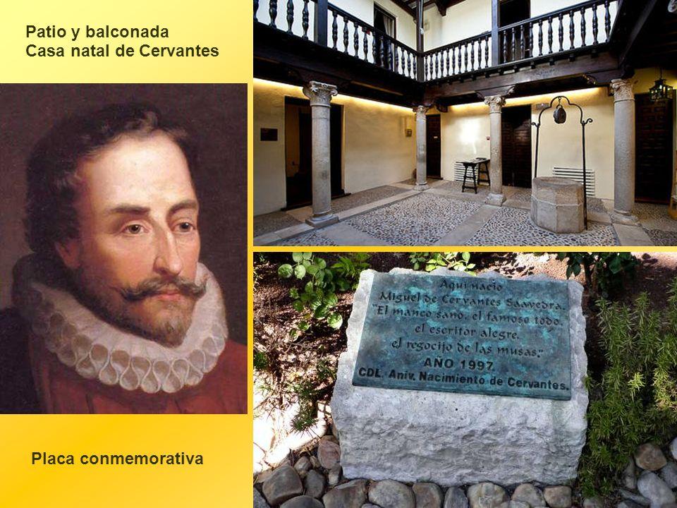 Patio y balconada Casa natal de Cervantes Placa conmemorativa