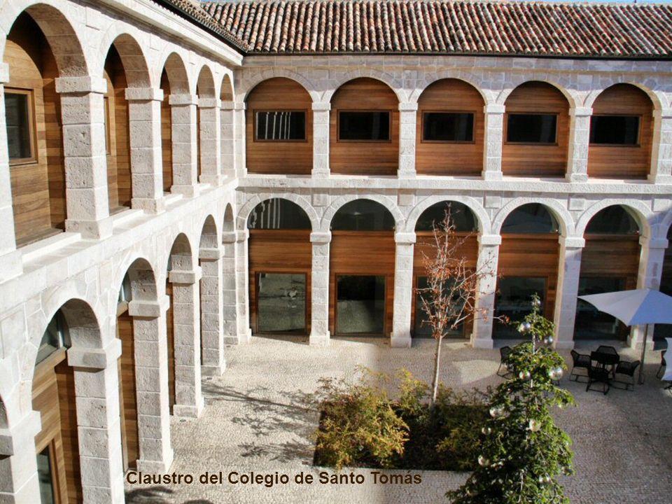 Claustro del Colegio de Santo Tomás