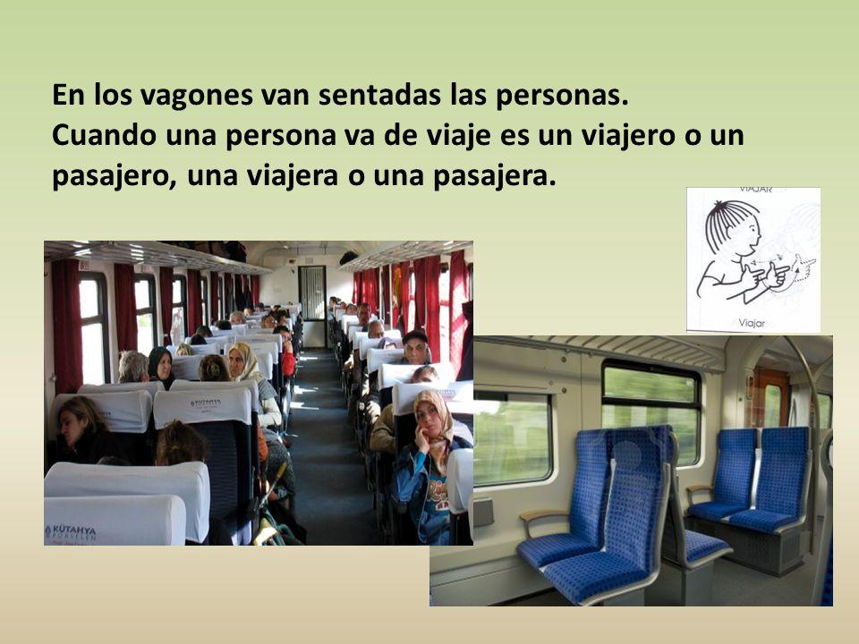 En los vagones van sentadas las personas