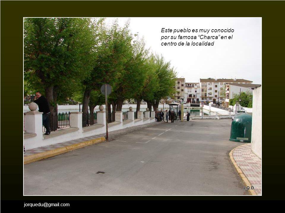Este pueblo es muy conocido por su famosa Charca en el centro de la localidad