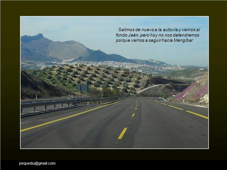 Salimos de nuevo a la autovía y vemos al fondo Jaén, pero hoy no nos detendremos porque vamos a seguir hacia Mengíbar