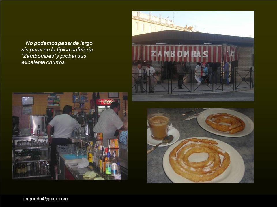 No podemos pasar de largo sin parar en la típica cafetería Zambombas y probar sus excelente churros.