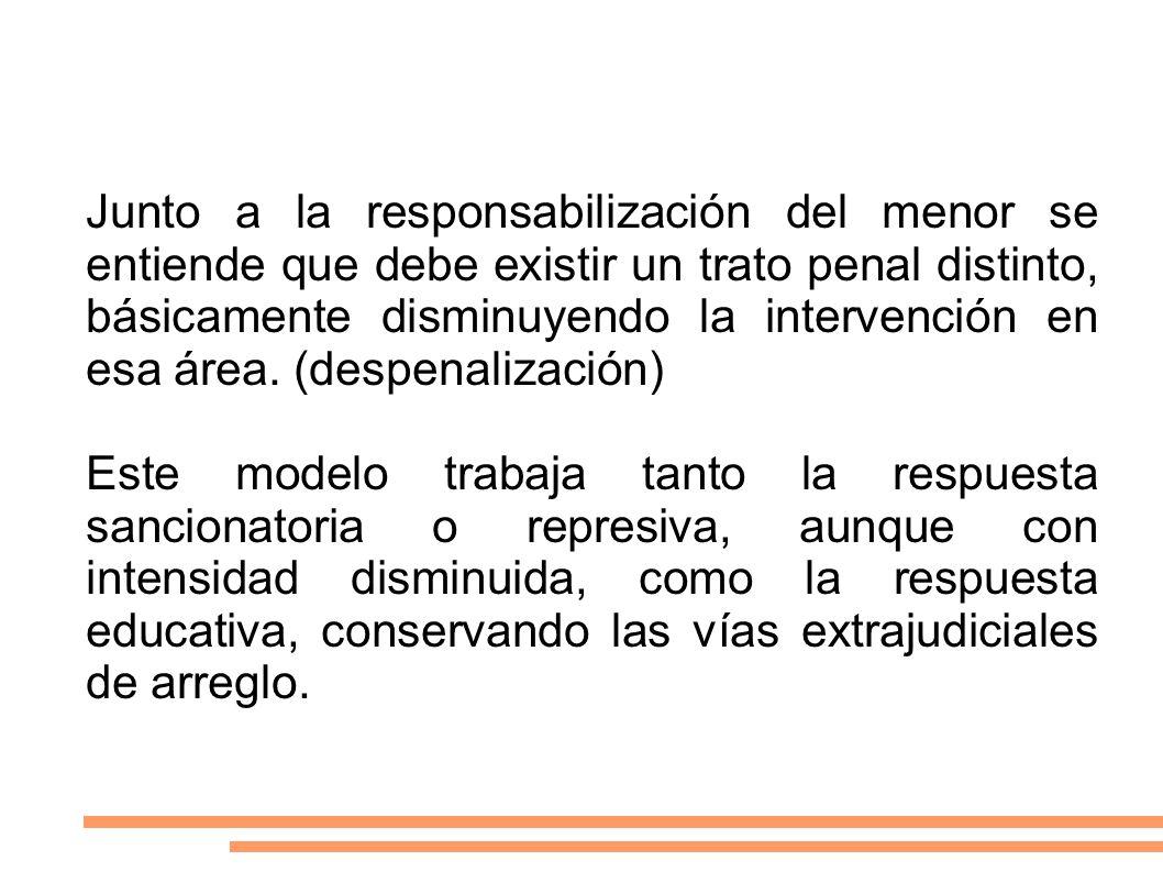 Junto a la responsabilización del menor se entiende que debe existir un trato penal distinto, básicamente disminuyendo la intervención en esa área. (despenalización)