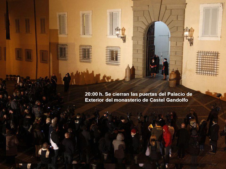 20:00 h. Se cierran las puertas del Palacio de Exterior del monasterio de Castel Gandolfo