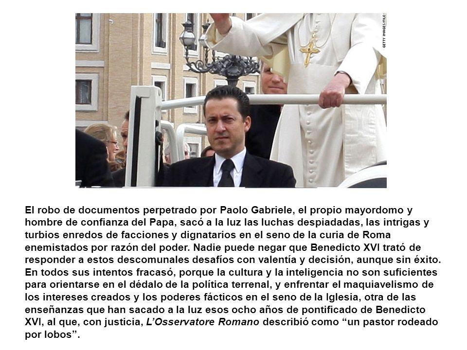 El robo de documentos perpetrado por Paolo Gabriele, el propio mayordomo y hombre de confianza del Papa, sacó a la luz las luchas despiadadas, las intrigas y turbios enredos de facciones y dignatarios en el seno de la curia de Roma enemistados por razón del poder.