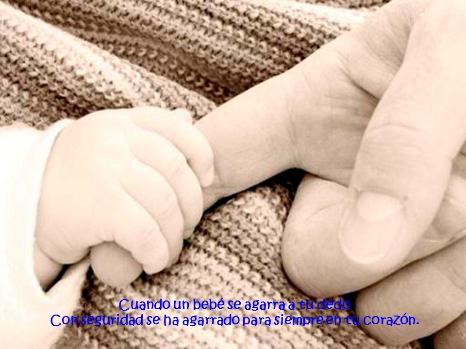 Cuando un bebé se agarra a tu dedo