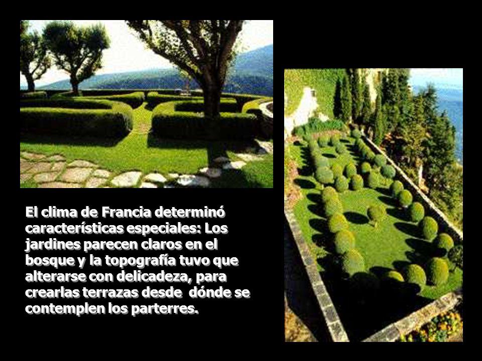 El clima de Francia determinó características especiales: Los jardines parecen claros en el bosque y la topografía tuvo que alterarse con delicadeza, para crearlas terrazas desde dónde se contemplen los parterres.