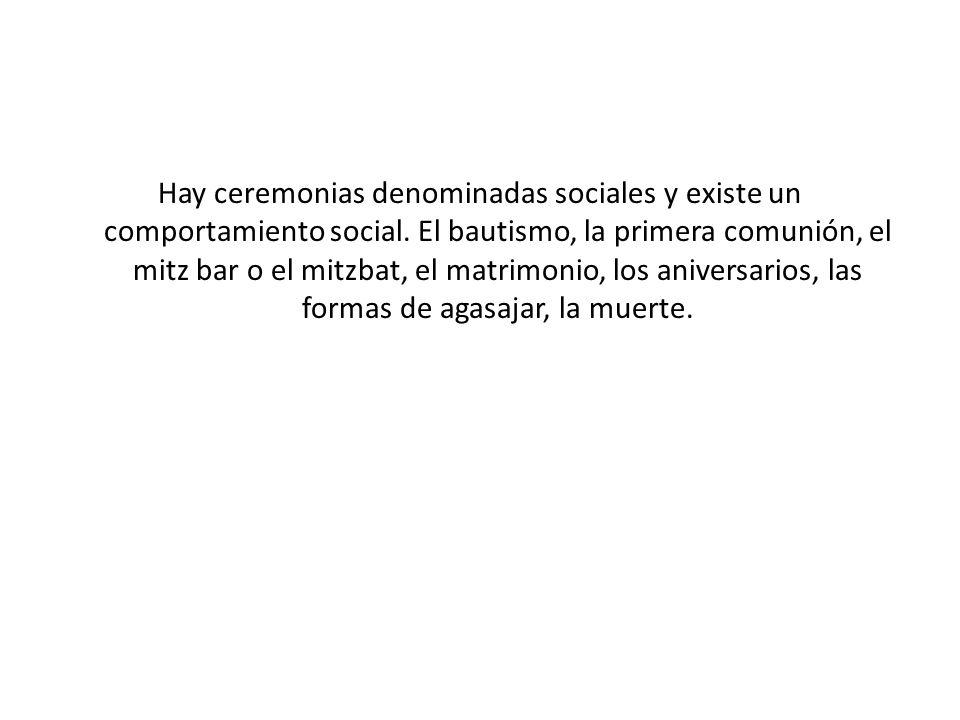 Hay ceremonias denominadas sociales y existe un comportamiento social