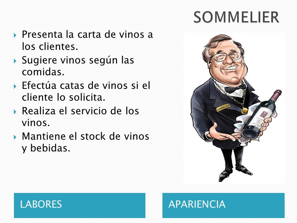 SOMMELIER Presenta la carta de vinos a los clientes.