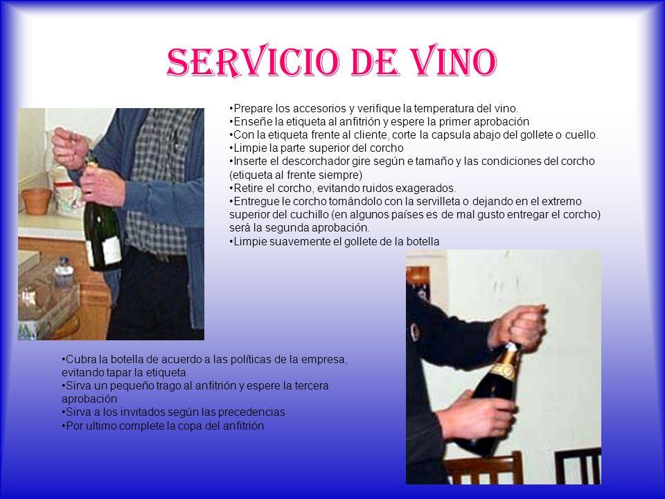 SERVICIO DE VINO Prepare los accesorios y verifique la temperatura del vino. Enseñe la etiqueta al anfitrión y espere la primer aprobación.