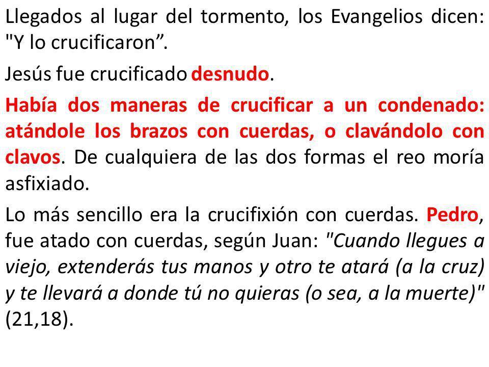 Llegados al lugar del tormento, los Evangelios dicen: Y lo crucificaron .