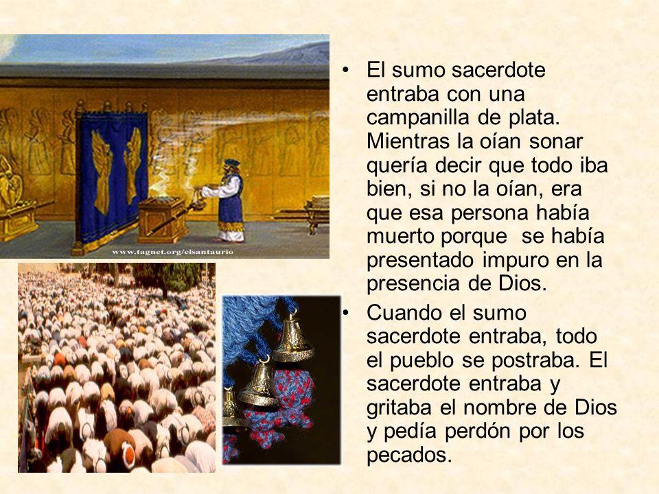 El sumo sacerdote entraba con una campanilla de plata