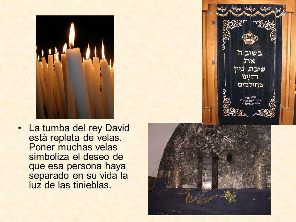 La tumba del rey David está repleta de velas
