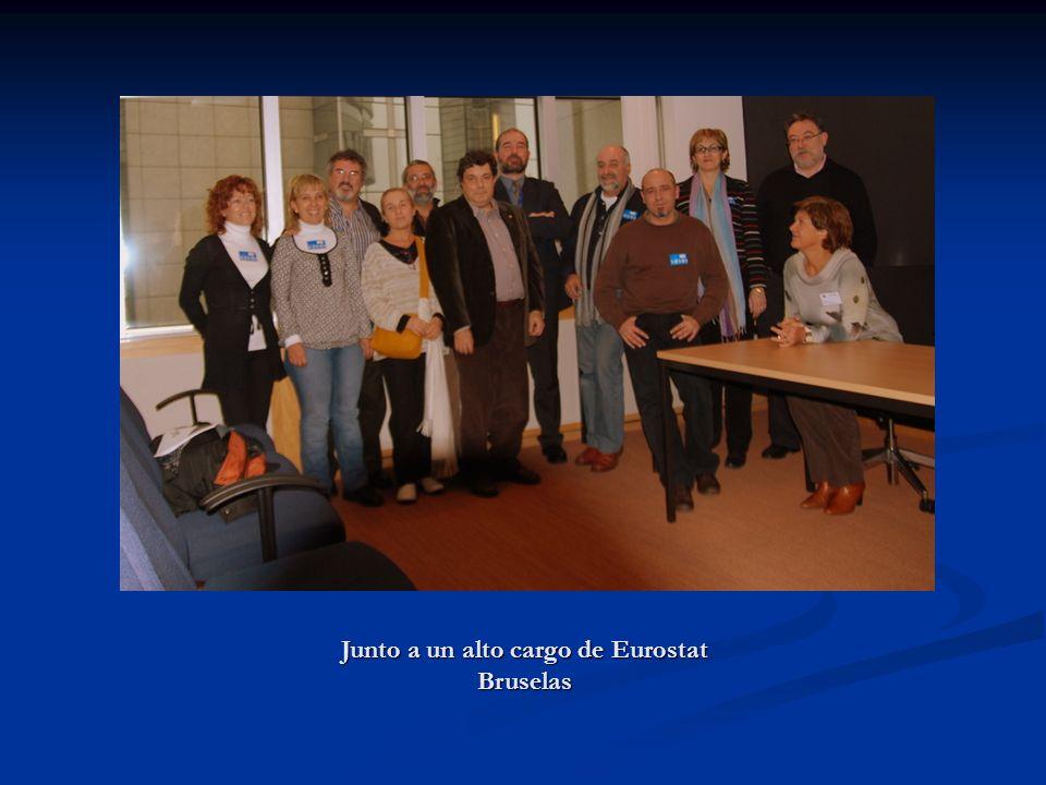 Junto a un alto cargo de Eurostat Bruselas