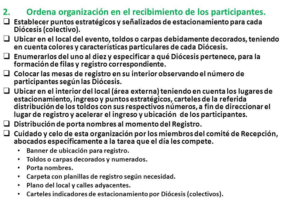 Ordena organización en el recibimiento de los participantes.