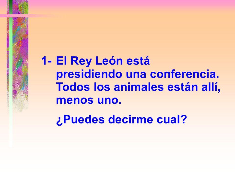 1-. El Rey León está. presidiendo una conferencia
