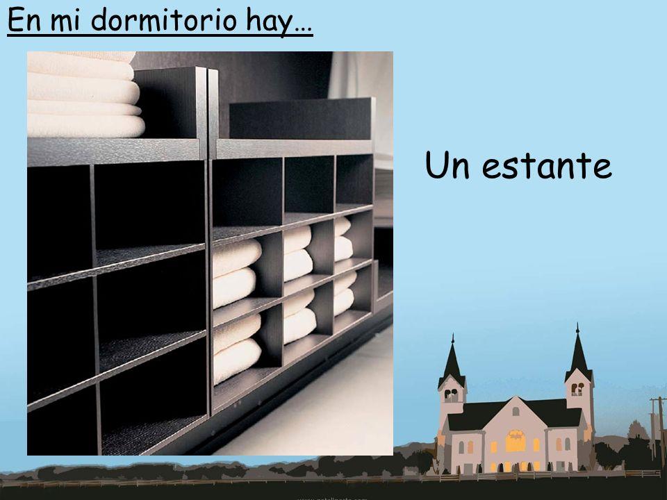 En mi dormitorio hay… Un estante