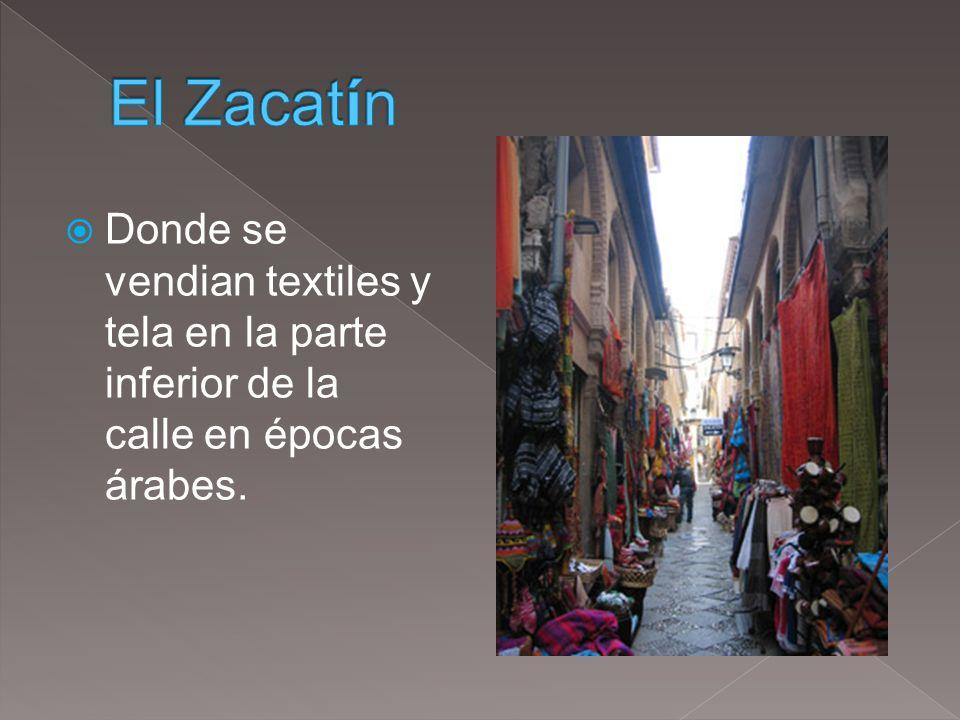 El Zacatín Donde se vendian textiles y tela en la parte inferior de la calle en épocas árabes.