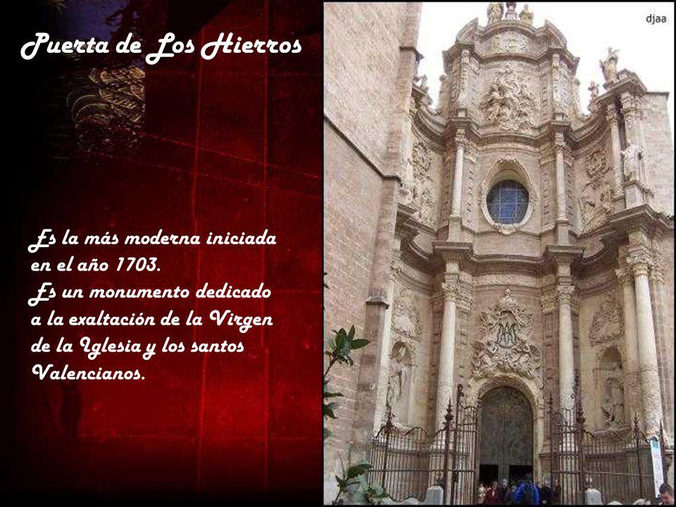 Puerta de Los Hierros Es la más moderna iniciada en el año 1703.