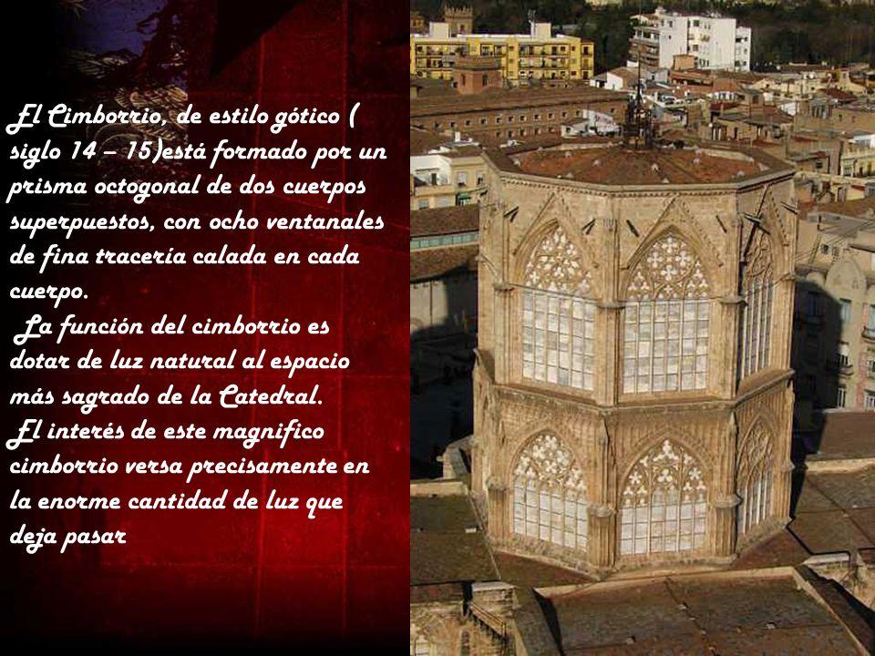 El Cimborrio, de estilo gótico ( siglo 14 – 15)está formado por un prisma octogonal de dos cuerpos superpuestos, con ocho ventanales de fina tracería calada en cada cuerpo.