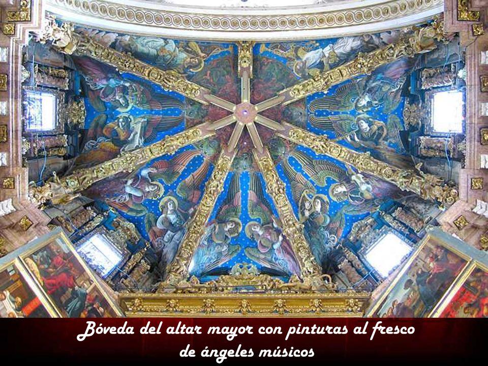 Bóveda del altar mayor con pinturas al fresco