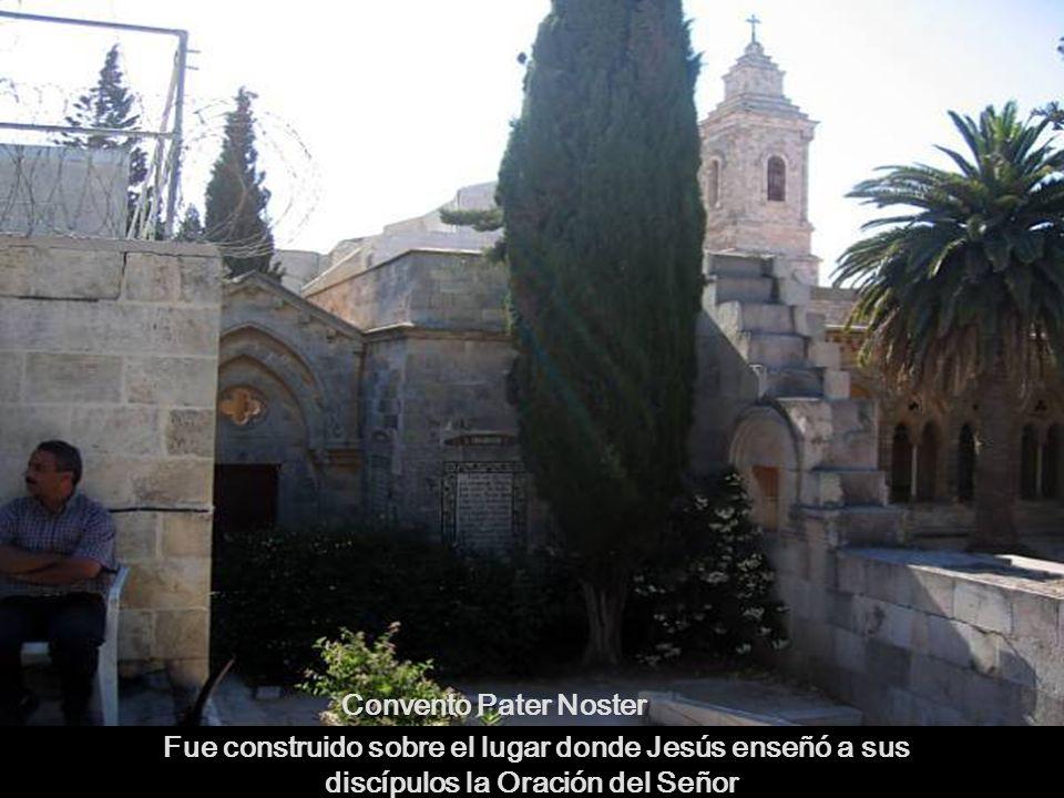 Fue construido sobre el lugar donde Jesús enseñó a sus