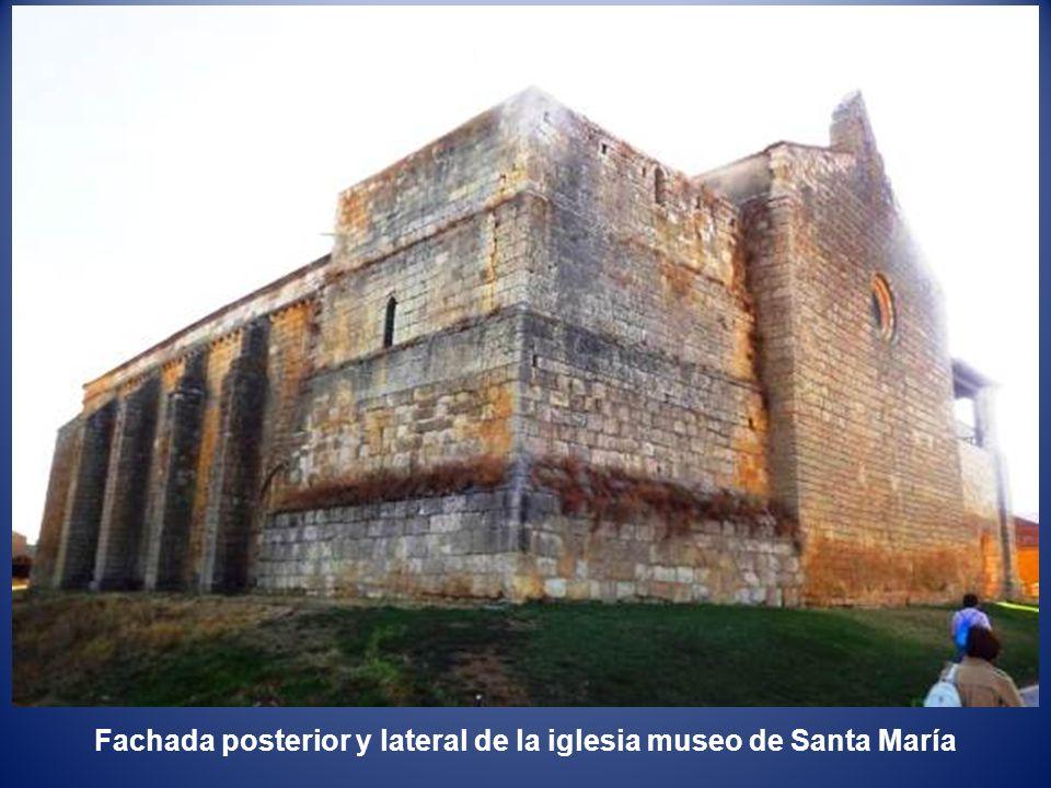 Fachada posterior y lateral de la iglesia museo de Santa María