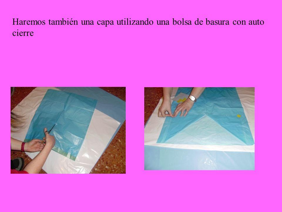 Haremos también una capa utilizando una bolsa de basura con auto cierre