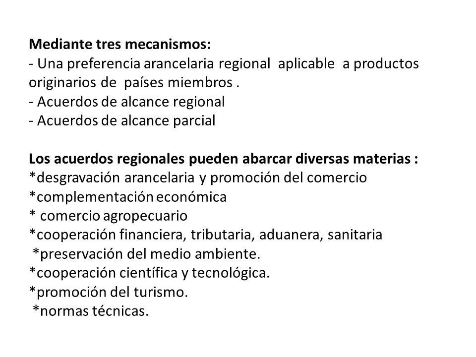 Mediante tres mecanismos: - Una preferencia arancelaria regional aplicable a productos originarios de países miembros .