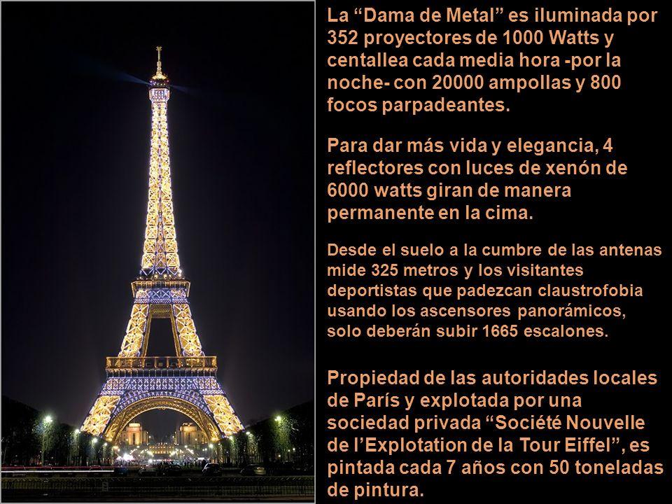 La Dama de Metal es iluminada por 352 proyectores de 1000 Watts y centallea cada media hora -por la noche- con 20000 ampollas y 800 focos parpadeantes.