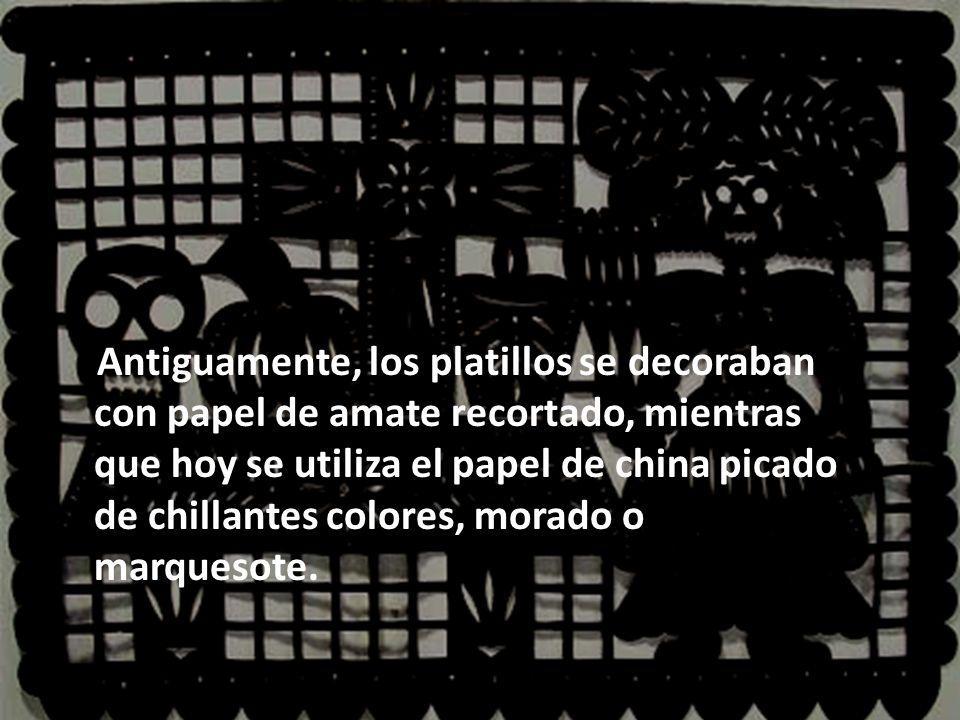 Antiguamente, los platillos se decoraban con papel de amate recortado, mientras que hoy se utiliza el papel de china picado de chillantes colores, morado o marquesote.