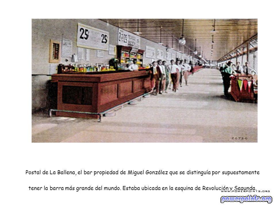 Postal de La Ballena, el bar propiedad de Miguel González que se distinguía por supuestamente tener la barra más grande del mundo.