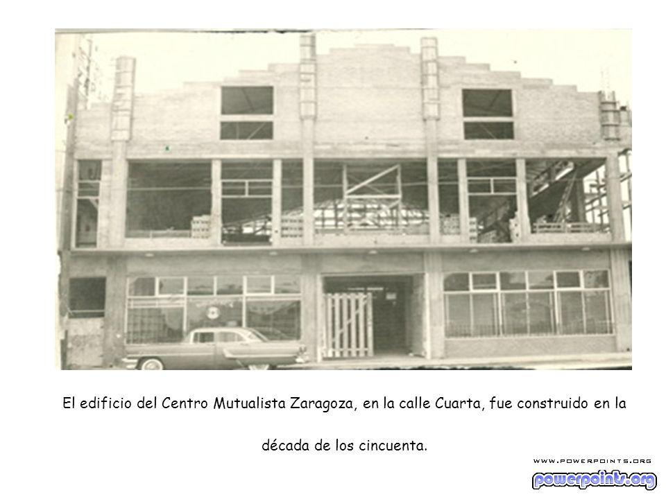 El edificio del Centro Mutualista Zaragoza, en la calle Cuarta, fue construido en la década de los cincuenta.