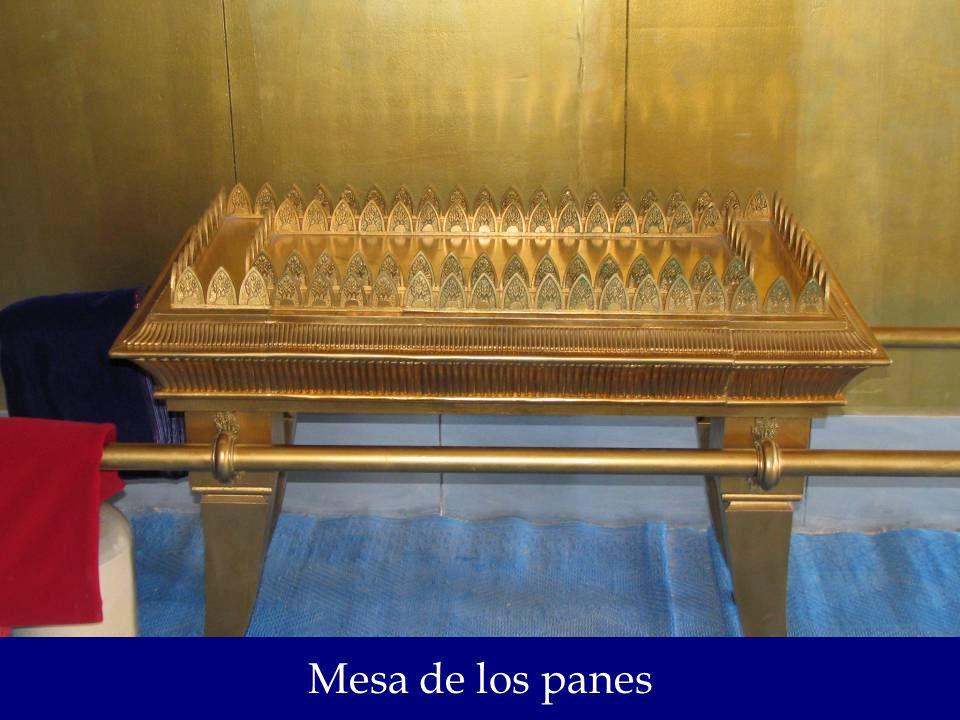La mesa de los Panes: La cual simboliza la provisión de Dios, la cual no es solo material sino también espiritual; la misma que recibimos a través de su palabra a través de tener intimidad con nuestro Señor Jesucristo quien es el Pan de Vida. Juan 6:35