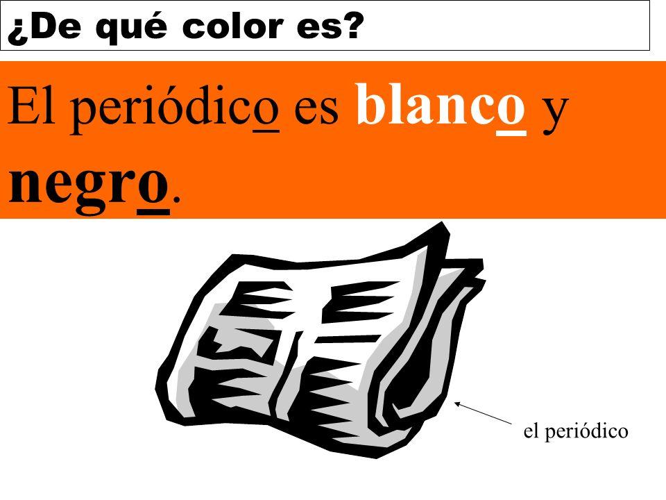 El periódico es blanco y negro.