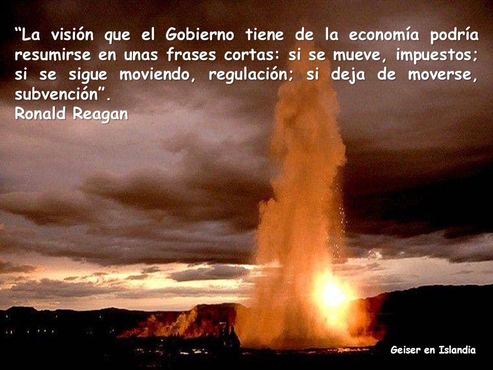 La visión que el Gobierno tiene de la economía podría resumirse en unas frases cortas: si se mueve, impuestos; si se sigue moviendo, regulación; si deja de moverse, subvención .
